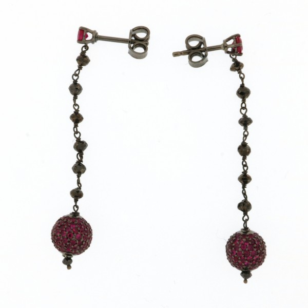 Orecchini in argento brunito e rubini