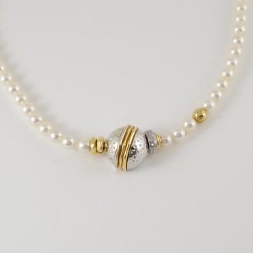 Collana La Nouvelle Bague vintage, perle Akoya, oro giallo e bianco 18 Kt e piccoli diamanti